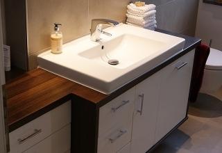 Badezimmer Unterschrank Waschbecken Holz